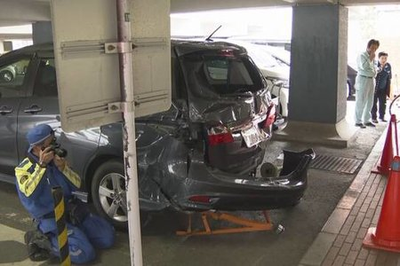 【悲報】葛飾区役所に車が突っ込む