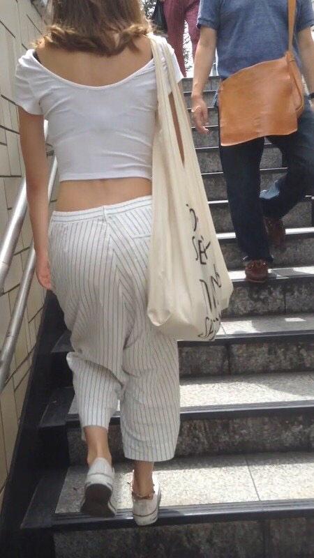 この女パンツのライン浮かせすぎだろww ->画像>18枚