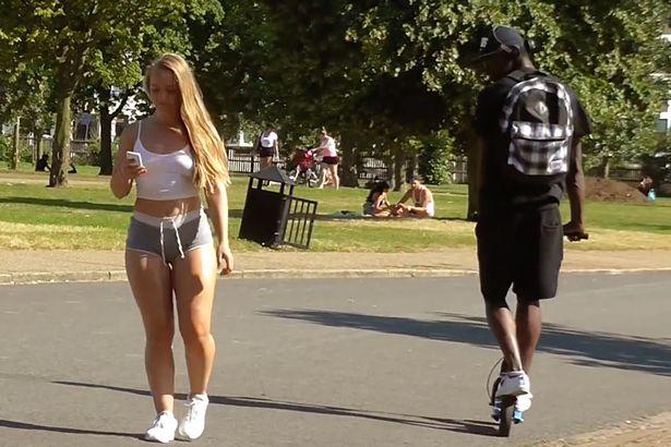 【画像】 女「私エロい私服で歩いてたんだけど男どもがヤバいw(パシャ」
