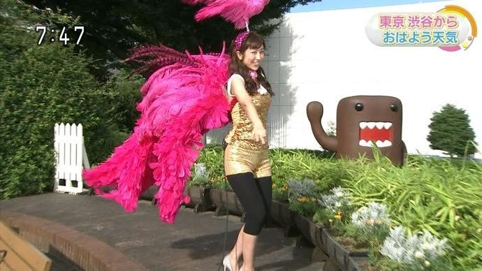 【画像】 NHKの気象予報士♀がとんでもない服装で登場wwwwwwwwww(※画像あり)