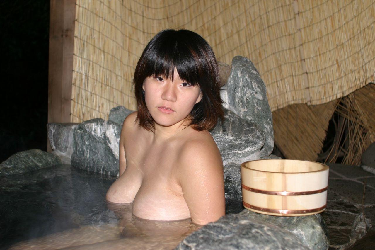 アダルト動画『熟女ギャルがベッドの上で淫らな姿を魅せる』