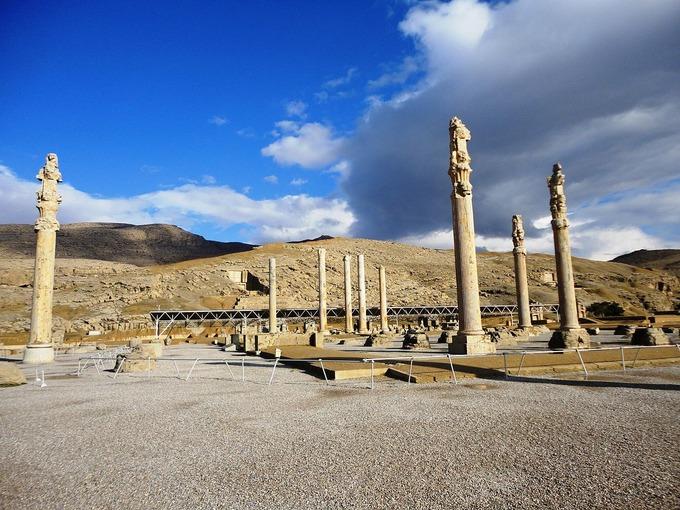 1280px-Persian_city