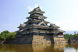 300px-Matsumoto_Castle,_Marunouchi_Matsumoto_2009
