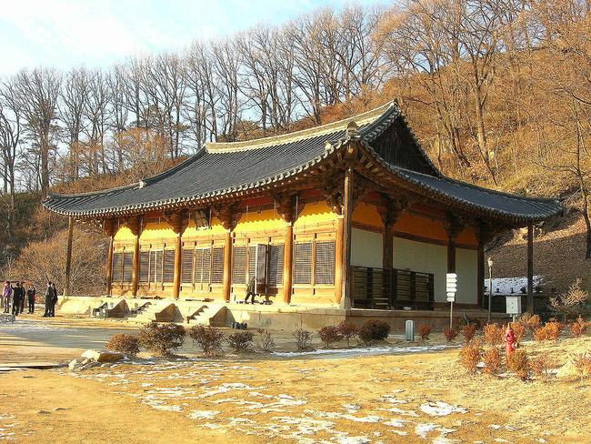 1280px-Muryangsujeon2