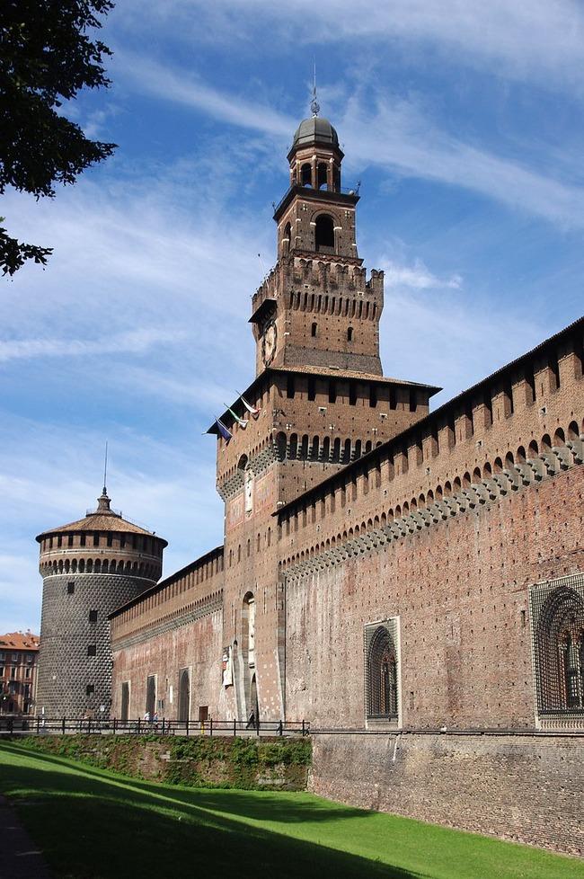800px-20110725_Castello_Sforzesco_Milan_5557