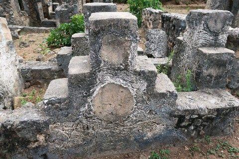 【長崎】肥前磁、タンザニアに痕跡 長崎大・野上教授が調査 17世紀後半の墓で発見例
