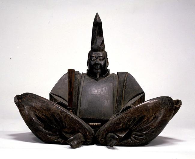 """""""最古""""の源頼朝木像 修復へ 「像を動かすたびに木片が落ちるような状況で、劣化が進んでいます」"""