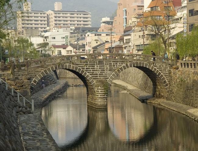 1280px-Nagasaki_Meganebashi_M5257