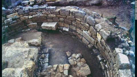 160527122020-aristotle-tomb-1-exlarge-169