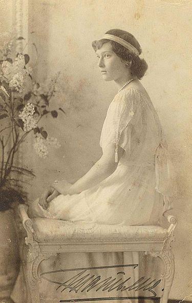 375px-Tatyana_Nikolaevna_1914
