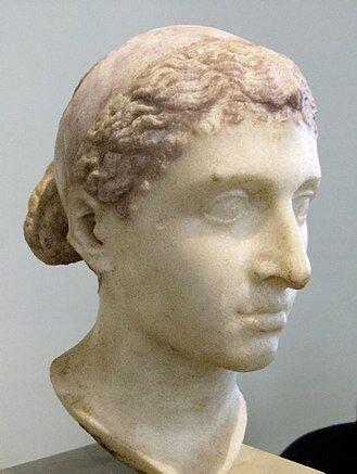 330px-Kleopatra-VII.-Altes-Museum-Berlin1