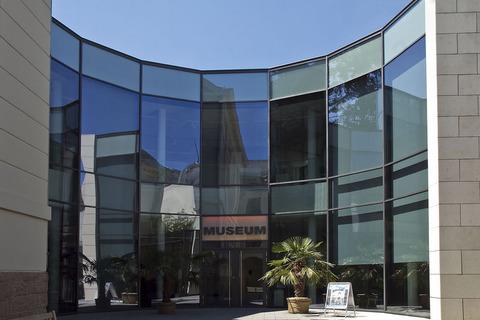 Museum_LA8_Ilona_Peter_Fassade_front_large