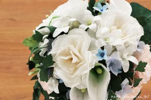 結婚1周年、紙婚式の和紙ブーケ。全て和紙で作られたトルコ桔梗ブーケ・花束 (上から)