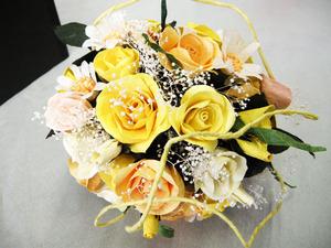 黄色の和紙ワイヤーがアクセントになっています(結婚1周年、紙婚式の和紙ブーケ・花束)