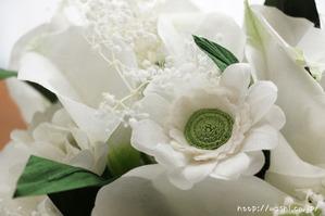 紙婚式・結婚記念日ギフト−白基調のカラー&ガーベラ和紙ブーケ (ガーベラ花アップ)