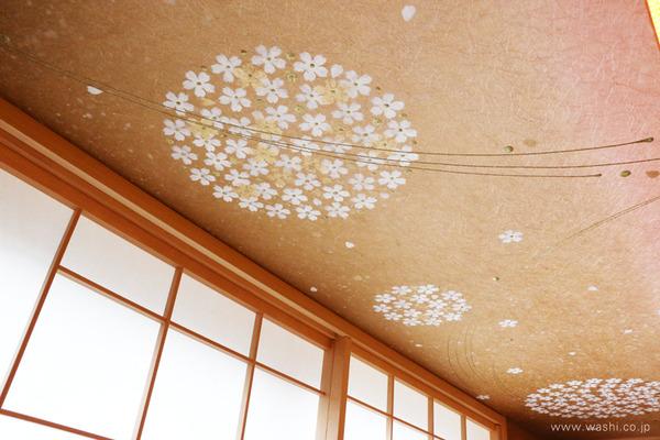 和モダン宿のくつろぎ和紙インテリア (桜の花弁が舞い散るような印象を受ける和紙壁紙・アクセントクロス)