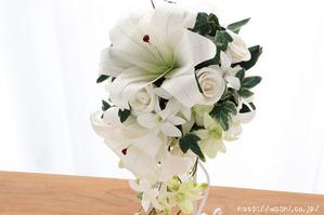 紙婚式・結婚記念日の和紙の花束ペーパーフラワーブーケ(カサブランカ・デンファレ)アップ