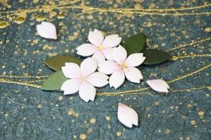 桜や葉っぱも和紙製です(桜の和紙アートパネル)。