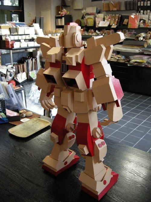 紙製ロボット(後ろ側)