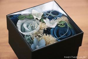 結婚1周年(紙婚式)プレゼントにオススメの和紙の花ボックスフラワー(青系の透明上蓋)