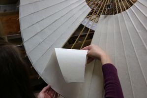 金沢和傘の制作風景(4)