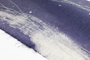 この素材感が麻和紙の特徴です(創作和紙)
