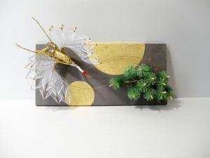 鶴と松の水引飾りをレイアウトした、結納水引リメイクパネル