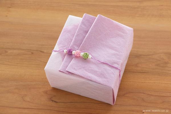 ご退職祝いに贈る、胡蝶蘭とバラの和紙製フラワーボックス (ギフトラッピング)