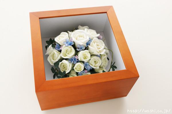 和紙の花ペーパーフラワーで、痛んだ結婚式のプリザーブドフラワーを元の美しい姿に再現。3Dフレーム・立体額 (斜めから)