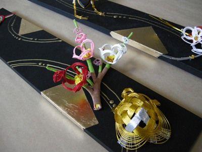 黒ベースに金のデザイン(結納水引リメイク品)斜めアングル
