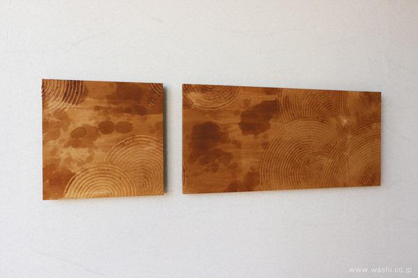 漆と珪藻土の櫛引デザイン和紙アートパネル (斜めから)