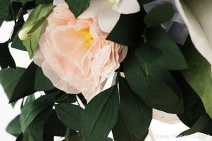 結婚1周年、紙婚式の和紙ブーケ。全て和紙で作られたトルコ桔梗ブーケ・花束 (花部アップ)