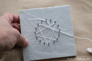 紙糸を使ったクリスマスオーナメント作り(糸かけ途中2)