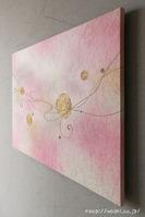 モダンな空間に優しいピンクの差し色。和紙アートパネル製作事例(斜めから)