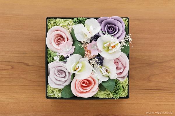 ご退職祝いに贈る、胡蝶蘭とバラの和紙製フラワーボックス (真上)