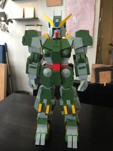 いつもながら凄い出来栄え!紙製ロボット