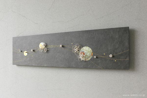 水引飾りを取付けて陰影を楽しむ−和紙マグネットアートパネル (斜めアングル)