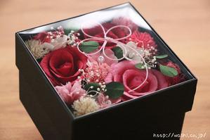 結婚1周年(紙婚式)プレゼントにオススメの和紙の花ボックスフラワー(赤系の透明上蓋)