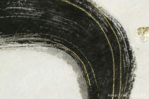 力強い墨の刷毛目でカーブを画いた創作和紙 (2)