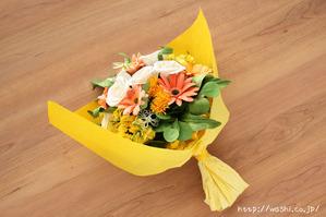退職祝いのプレゼント。オーダーメイドの和紙ブーケ(花束)ラッピング後