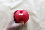 マスキングテープを貼っている所(リンゴ型オブジェの作り方) (3)