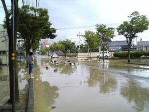 2008年7月28日「浅野川の氾濫」 会社前