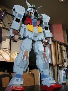 紙製のロボット(白色厚紙)