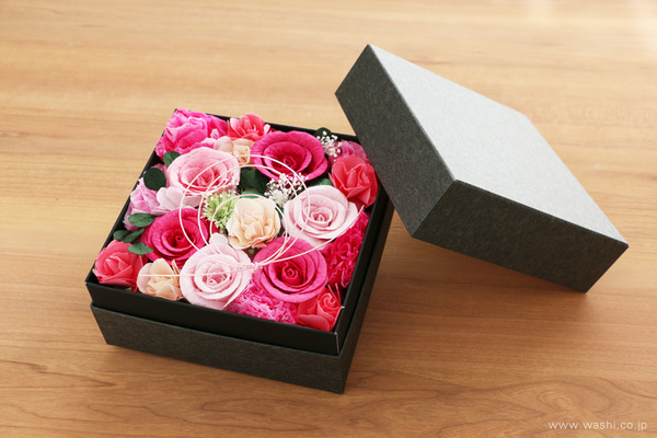 昇進を祝う華やかな和紙製お祝い花・ボックスアレンジメント