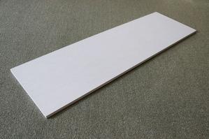 木合板に和紙の下貼りしたものをベースに使っています。