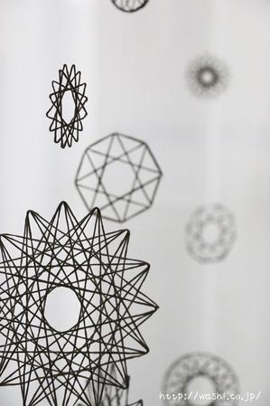 モビール・つるし飾り(紙糸を使ったクリスマスオーナメント作り)