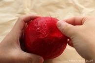 全体に和紙を貼る(リンゴ型オブジェの作り方)1