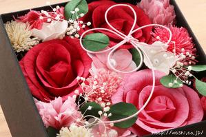 結婚1周年(紙婚式)プレゼントにオススメの和紙の花ボックスフラワー(赤系アップ)