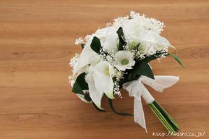 紙婚式・結婚記念日ギフト−白基調のカラー&ガーベラ和紙ブーケ (斜め下)