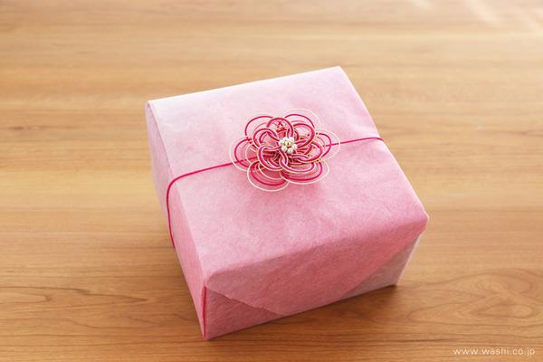 昇進を祝う華やかな和紙製お祝い花・ボックスアレンジメント (ギフトラッピング)